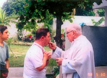 fr.o_communion.jpg